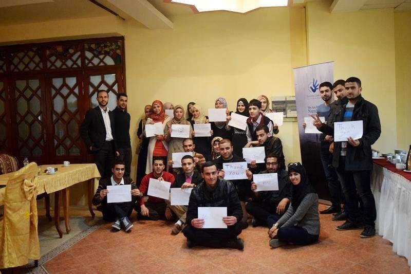 """Les écrivains du projet """"We Are Not Numbers"""" s'allient avec des mentors pour raconter leur histoire au monde"""