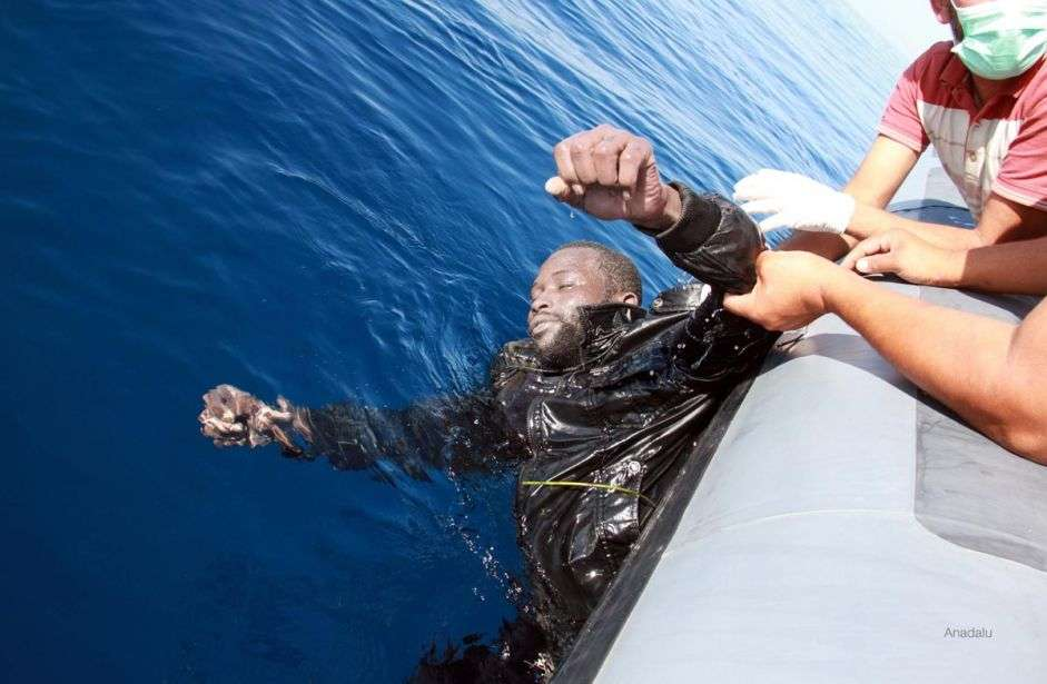 Italy: 400 migrants who set off from Libya feared dead