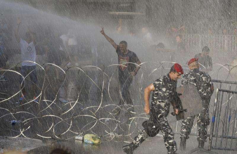 الدعوة لوضع أسس الاستقرار في لبنان وإدانة استخدام العنف ضد التظاهرات السلمية