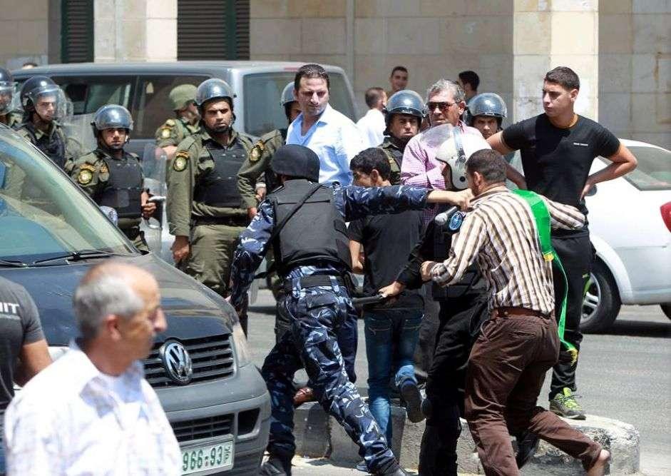 Détentions abusives par l'AP et le Hamas pour étouffer la liberté d'expression