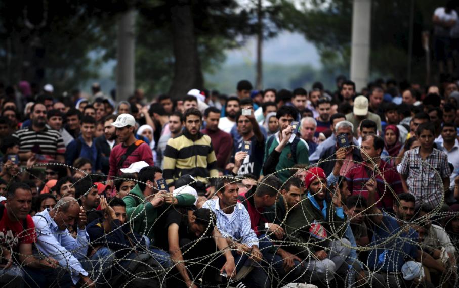 الأورومتوسطي يطالب أوروبا بحماية اللاجئين من العنصرية ويحذر من مخططات إعادتهم قسرياً إلى سوريا