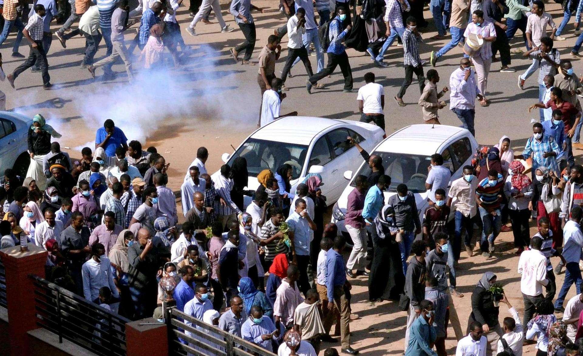 Le Soudan s'attaque systématiquement aux journalistes et aux manifestants, et le traitement pacifiquement de leurs demandes est requis