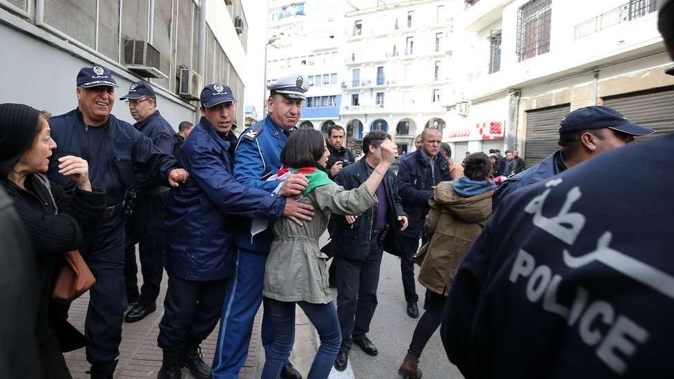 Euro-Med appelle les autorités algériennes à respecter le droit des citoyens de manifester et de se réunir pacifiquement