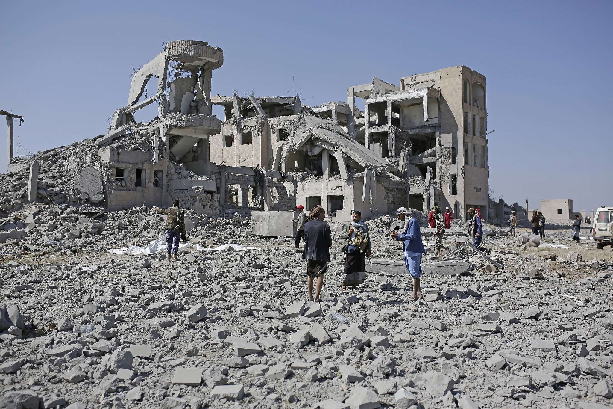 Euro-Med met en garde contre les opérations suspectes de transfert de prisonniers yéménites vers des sites précédemment bombardés