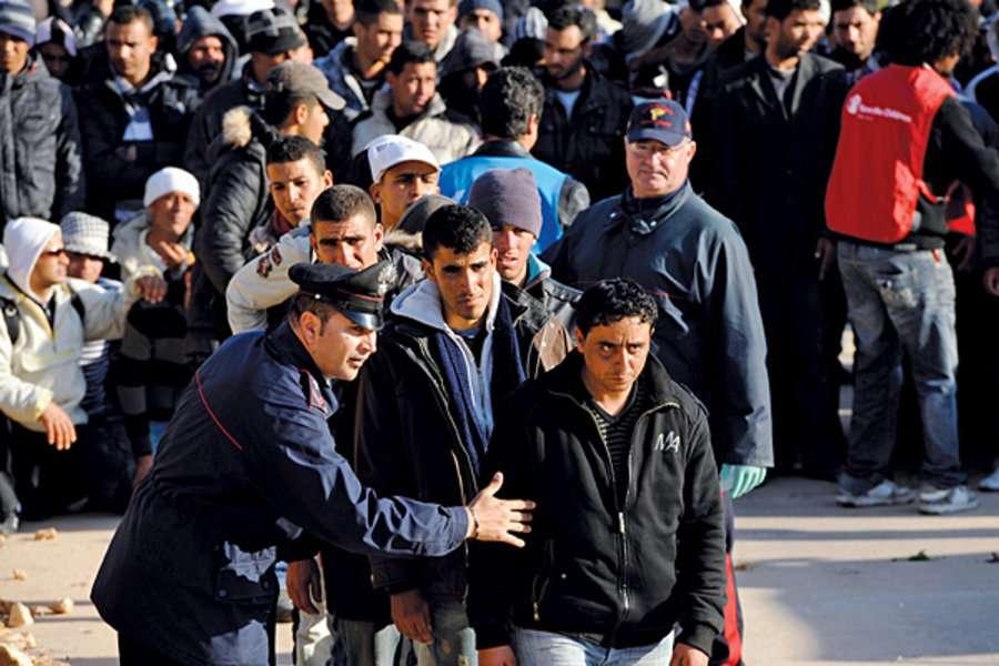الأورومتوسطي يطالب السلطات الإيطالية بوقف التضييق على الجالية المسلمة على خلفية حوادث فردية