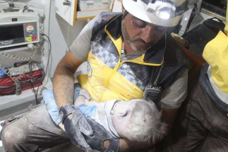 الأورومتوسطي والشبكة السورية: استهداف المدنيين بمعرة النعمان جريمة مروعة تستوجب ملاحقة مرتكبيها