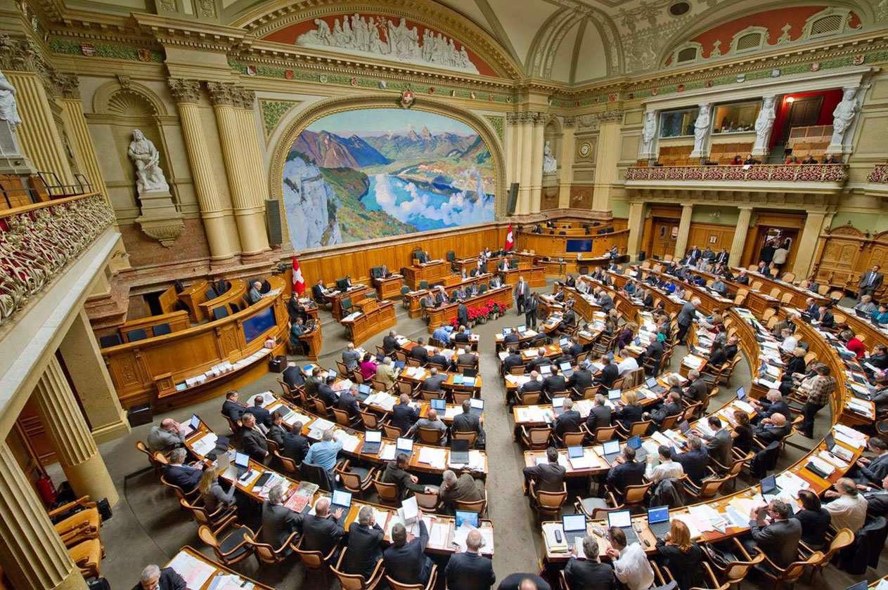La Suisse ne doit pas répondre aux pressions israéliennes pour empêcher les poursuites des criminels de guerre