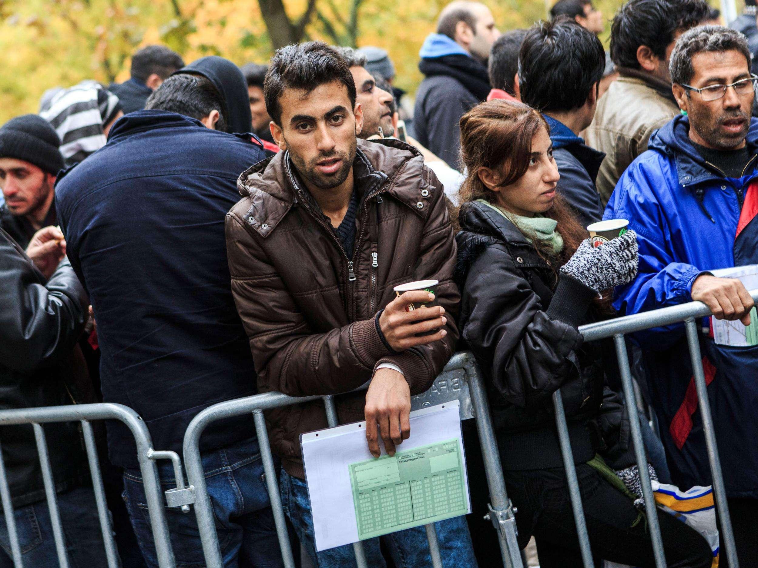 نقل اللاجئين الضعفاء من مخيمات البحر المتوسط.. ما بين الرمزية والعملية