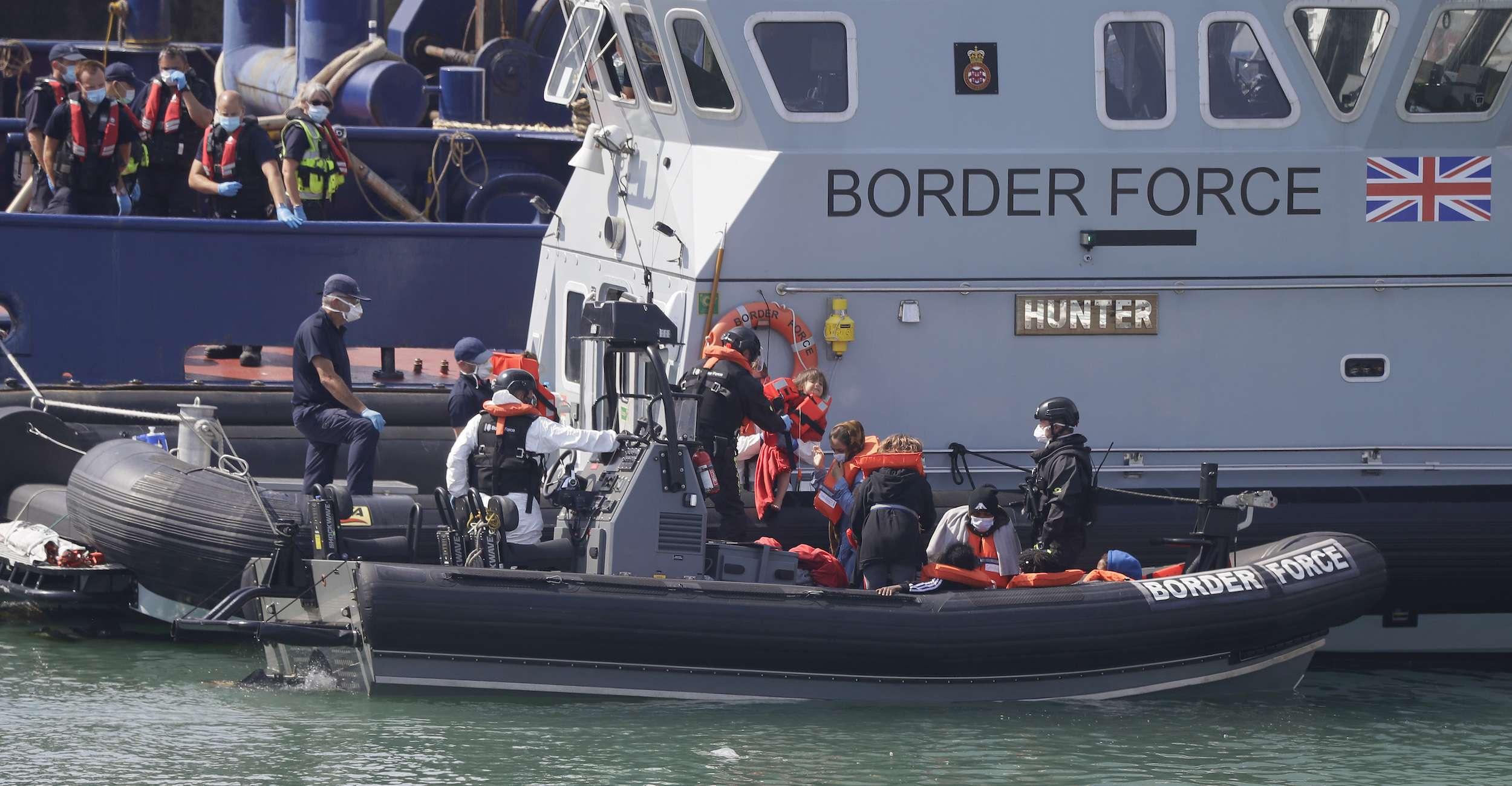 بريطانيا.. عسكرة بحر المانش لمنع عبور طالبي اللجوء والمهاجرين غير إنساني