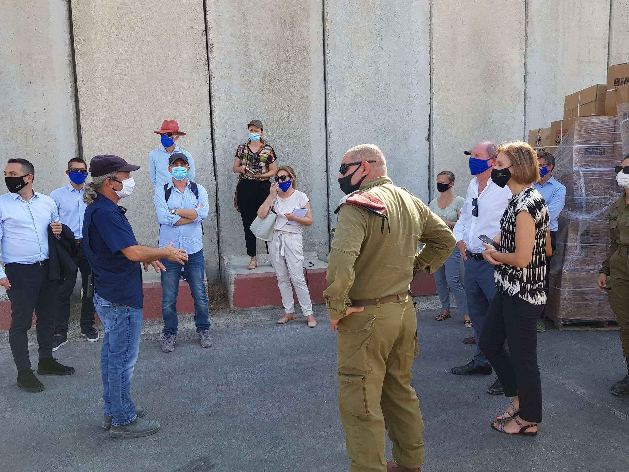 Euro-Med Monitor critique la visite des diplomates européens au sud d'Israël
