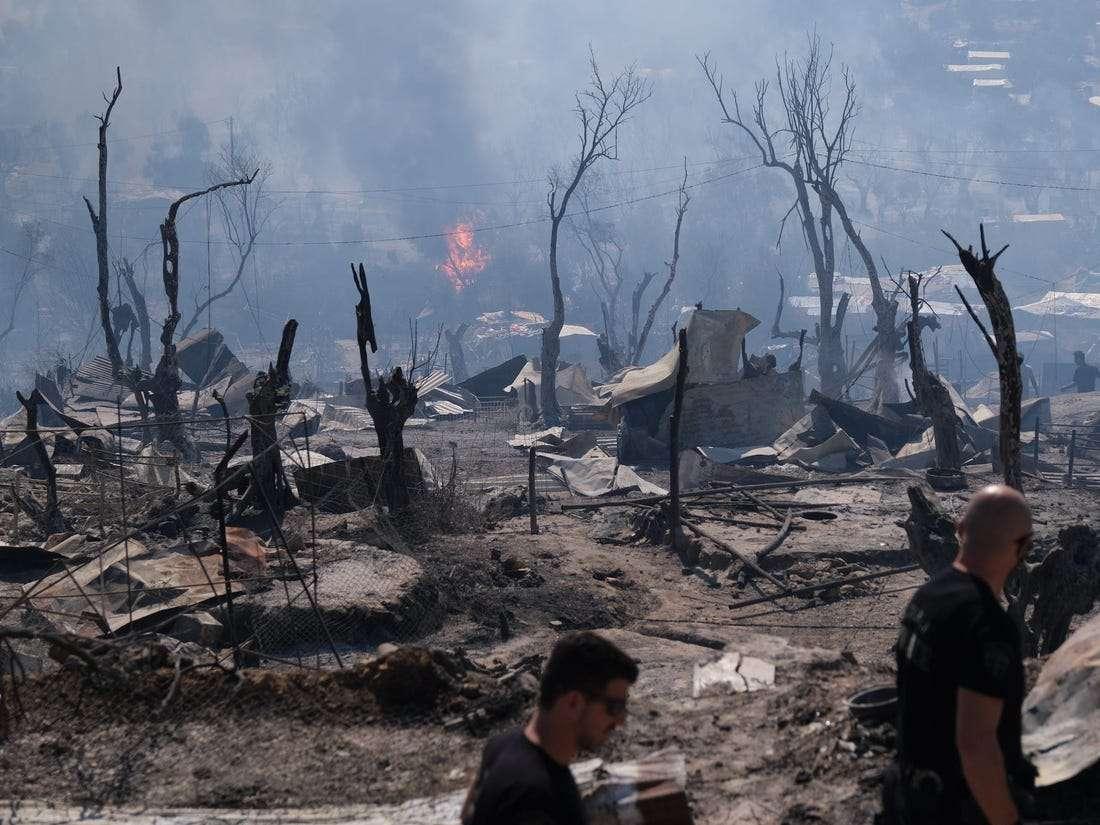 طالبو لجوء مخيم موريا 2.. من جحيم الحرائق إلى جحيم آخر