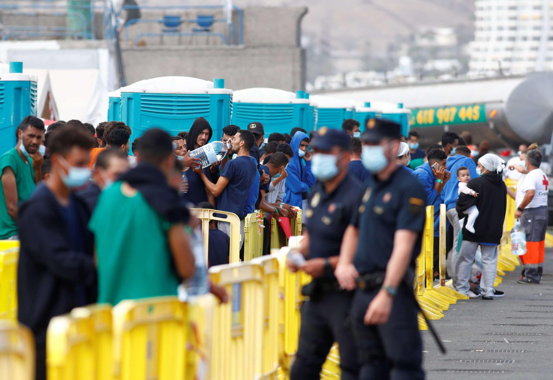 آلاف من طالبي اللجوء محتجزون في جزر الكناري في ظروف غير مناسبة للبشر