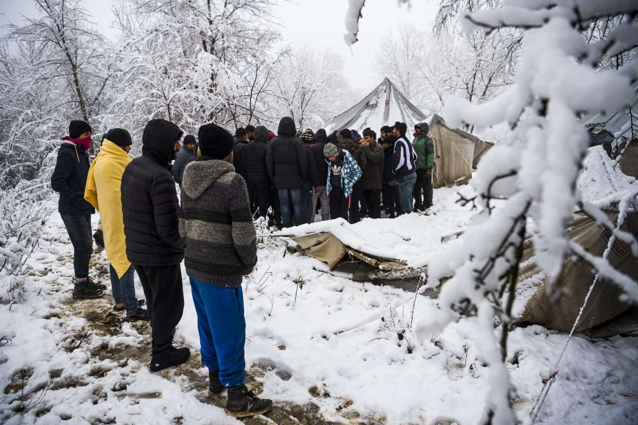 First Heavy Snowfall on Flimsy Migrant Tents in Bosnia Warns of Impending Humanitarian Crisis