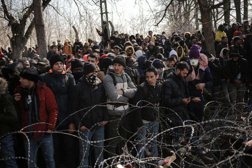 الأورومتوسطي يحذر من تفشٍ واسع لكورونا بين طالبي اللجوء في اليونان