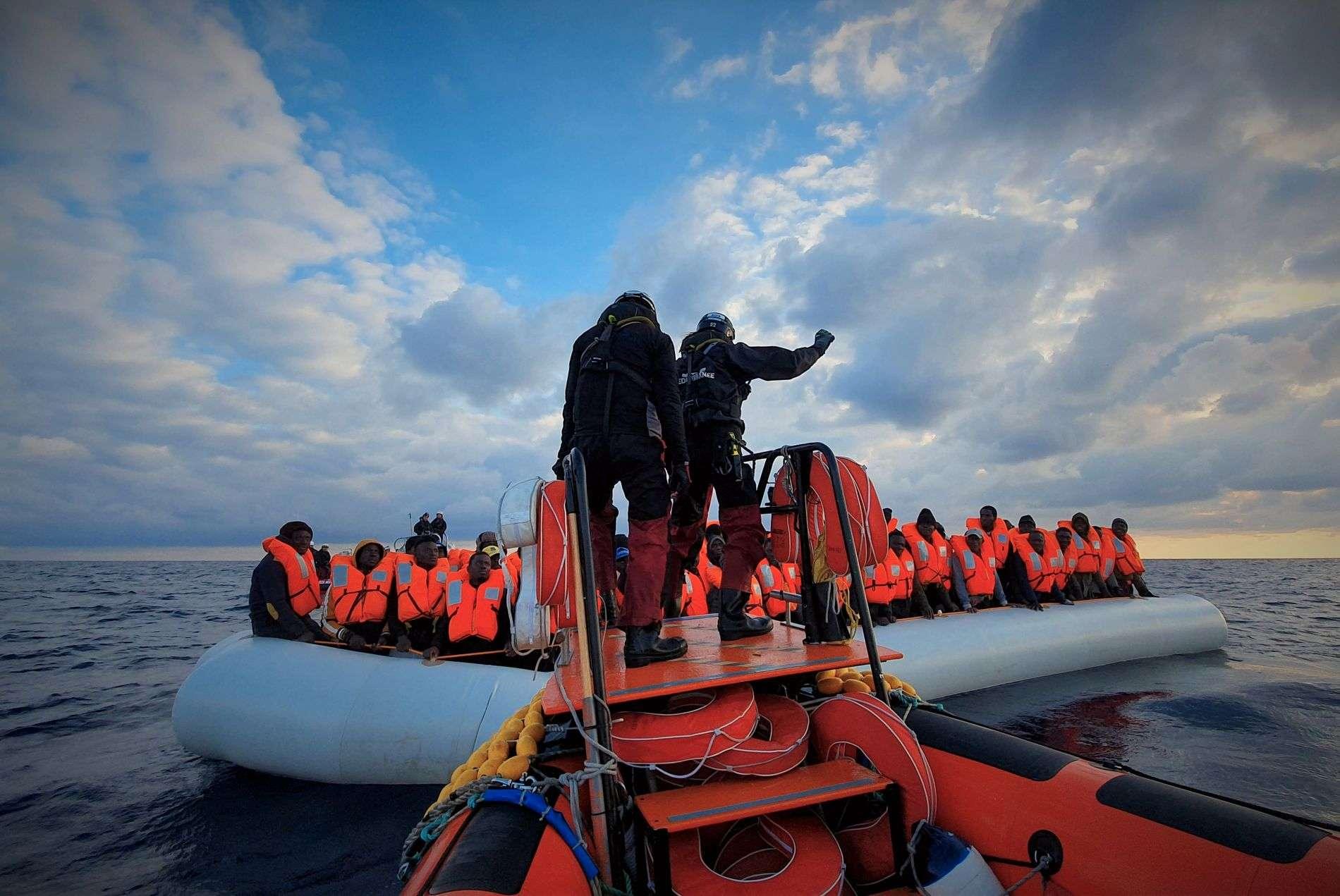 ليبيا.. مأساة جديدة في البحر المتوسط إثر غرق قارب مهاجرين