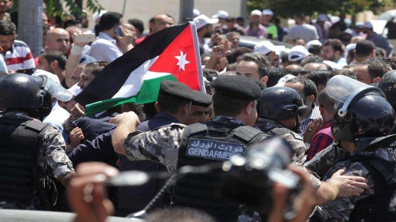 Arrestation d'enseignants par les autorités jordaniennes - Une entrave structurée aux rassemblements pacifiques