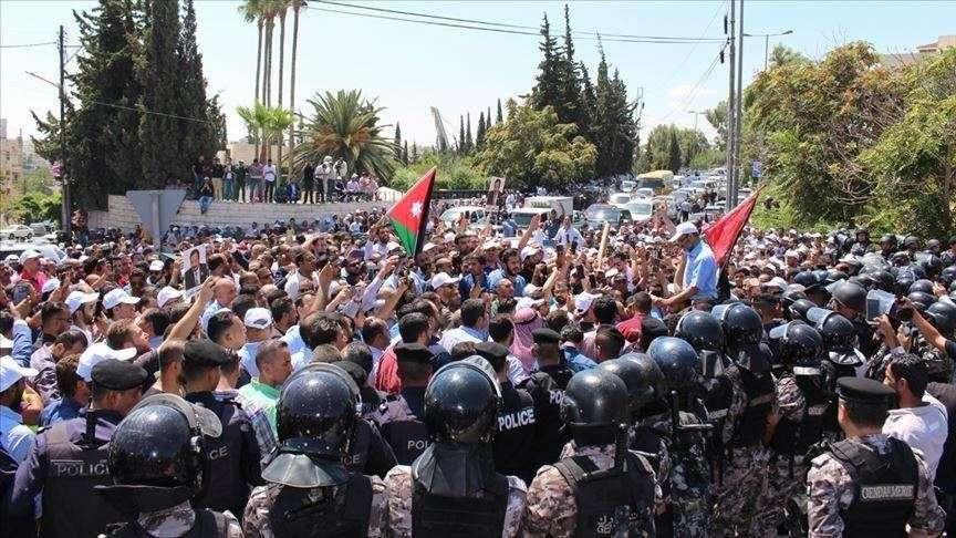 Nouveau rapport: Les crises économiques et sociales en Jordanie menacent les droits et libertés des citoyens