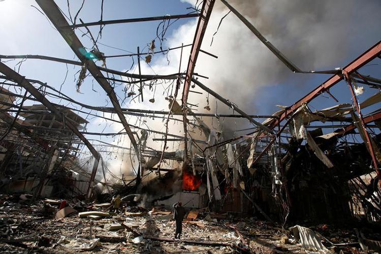 Yémen : Le raid aérien mené par la coalition saoudienne s'apparente à un crime de guerre