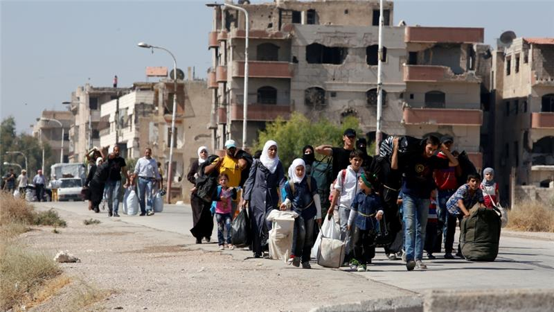 Syria: Fear rises as Moadamiyeh evacuation begins