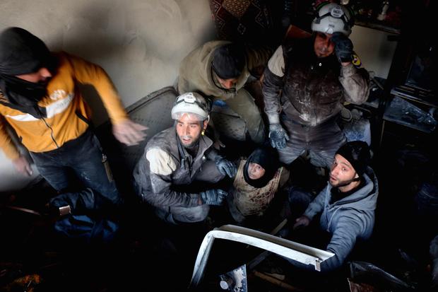 Siège d'Alep : les civils fuient alors que les troupes syriennes avancent sur les rebelles