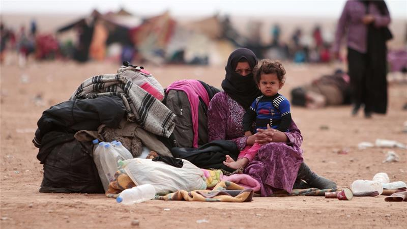 Thousands of Iraqis fleeing Mosul 'cross into Syria'