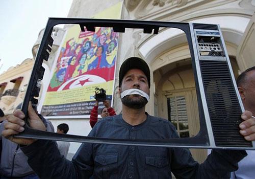 Tunisie : Deux journalistes poursuivis devant un tribunal militaire