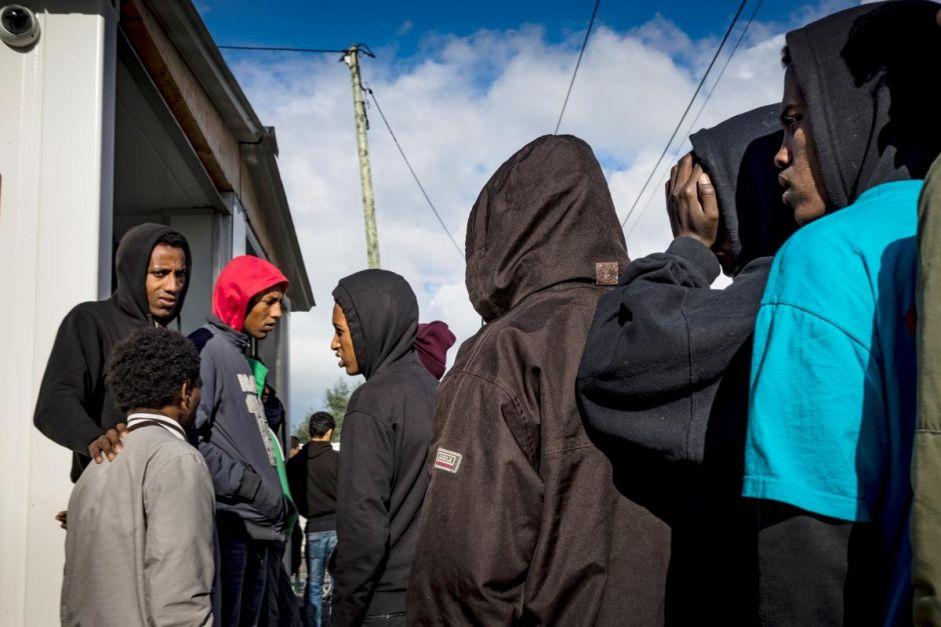 France/Royaume-Uni : Les enfants isolés de Calais laissés dans l'incertitude
