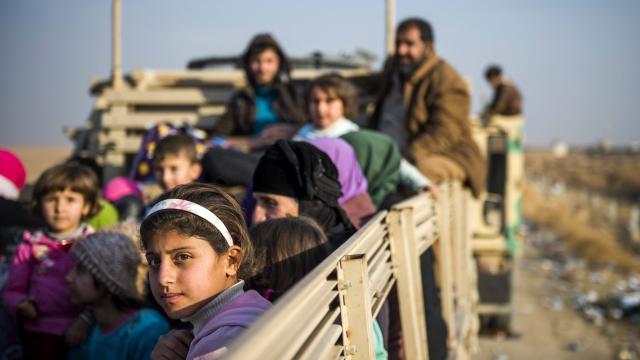 Irak : Les combattants de l'EI fuyant Mossoul attaquent des civils