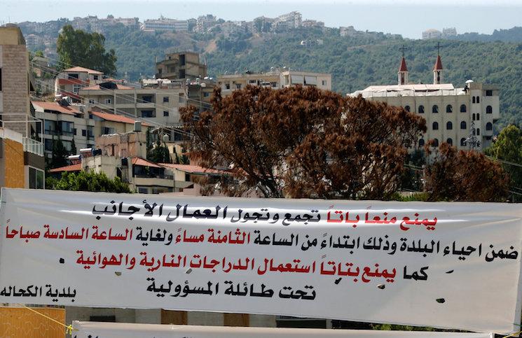 تقرير جديد: الأورومتوسطي ينتقد فرض حظر التجوال على اللاجئين السوريين في لبنان