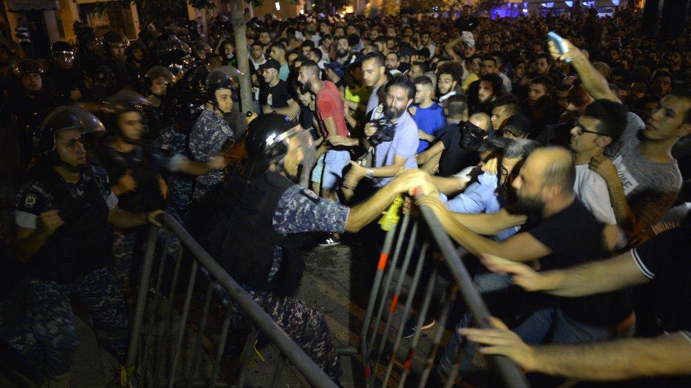 عبر عن مخاوفه من عمليات قمع منظمة للاحتجاجات.. الأورومتوسطي: على الأمن اللبناني احترام حق المتظاهرين في التجمع السلمي