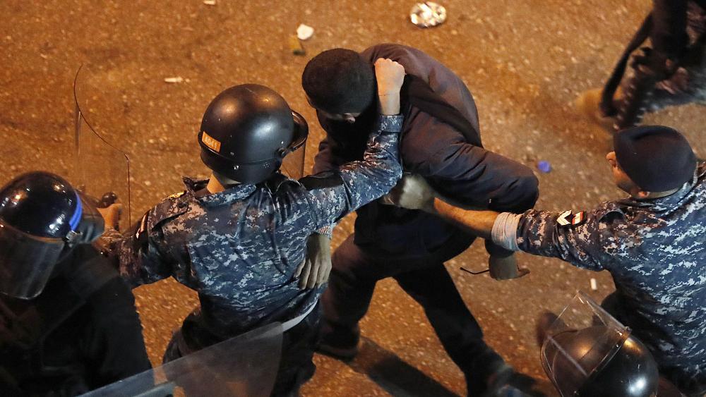 لبنان: تصاعد الانتهاكات ضد الصحفيين لن يحل أزمة البلاد الاقتصادية