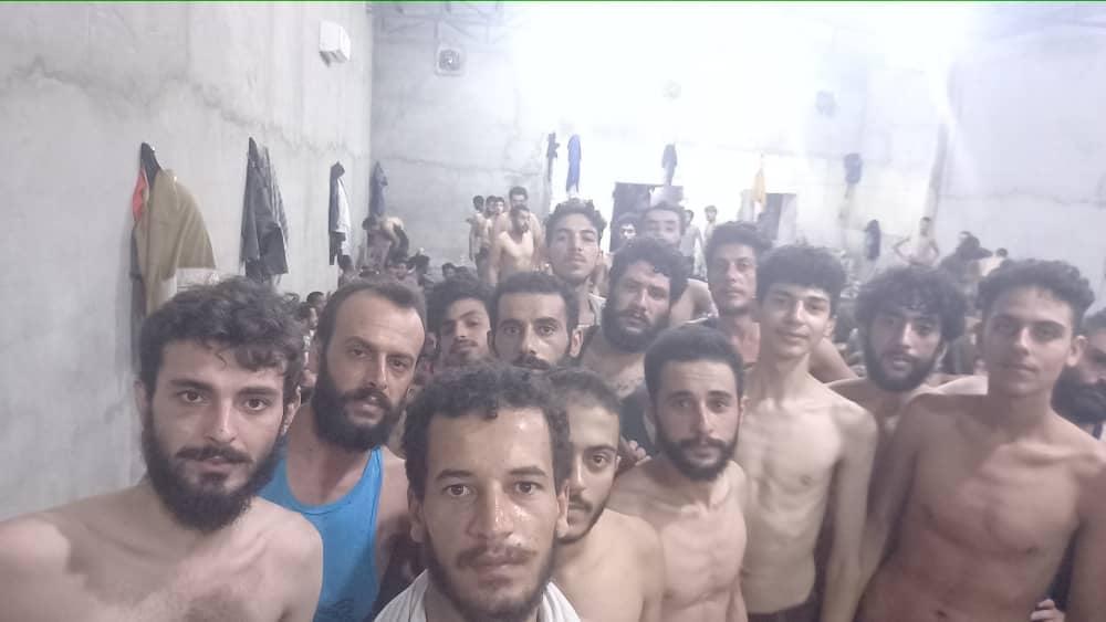 Libye: Des centaines de Syriens détenus dans des conditions inhumaines dans les prisons de Tripoli