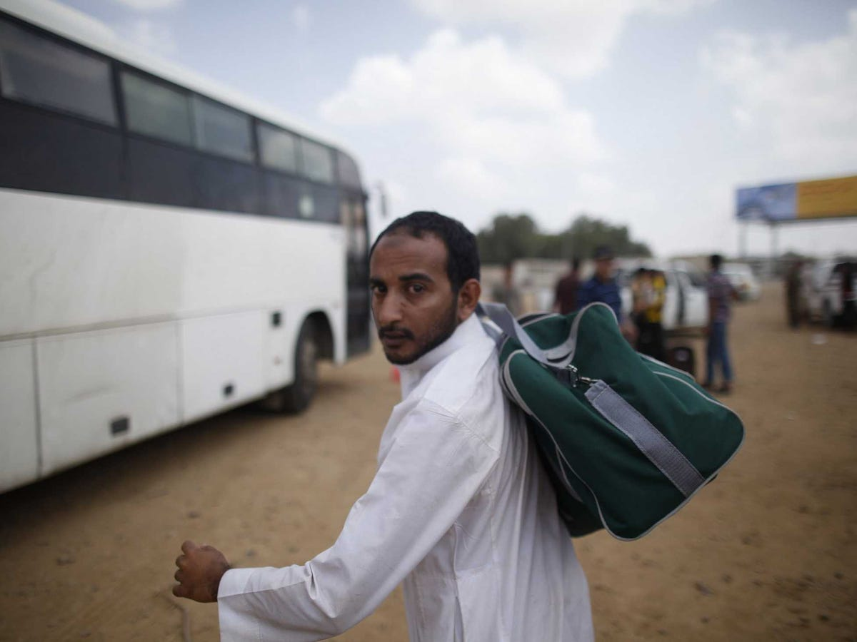 13 rights groups complain to UN over Saudi Arabia's laying off 1000s of Yemeni workers