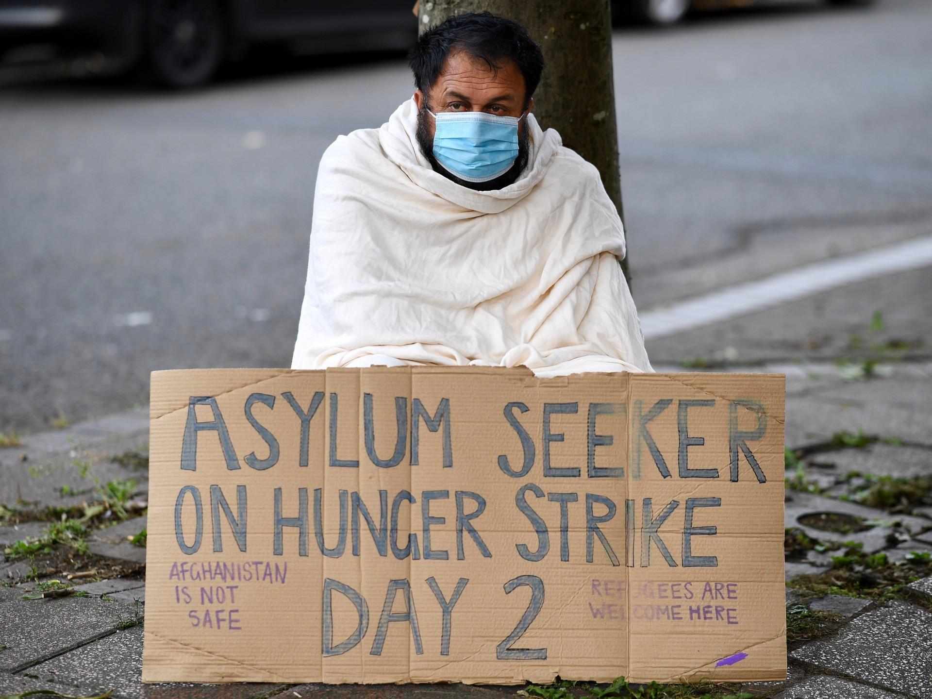 إضراب طالبي لجوء عن الطعام في بريطانيا يعكس سوء تعامل السلطات معهم