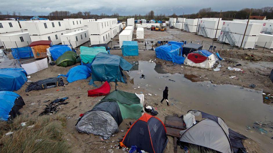 Evacuation du camp de Calais : des familles attendent toujours d'être réunies