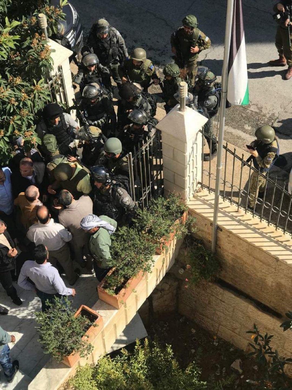 محاصرة مبنى محافظة القدس ووزارة القدس في الرام | نوفمبر 2018